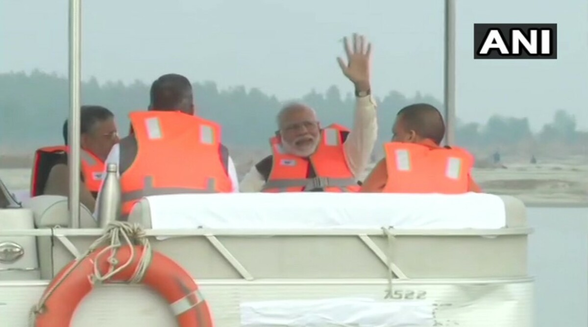 PM Narendra Modi Takes Boat Ride with BJP CMs Yogi Adityanath, Trivendra Singh Rawat and Deputy CM Sushil Kumar Modi in Kanpur; Watch Video