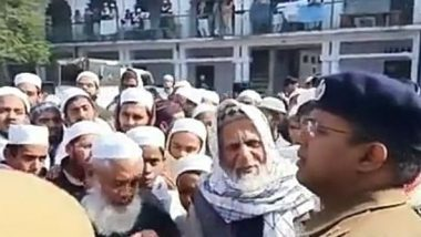 Anti-CAA Protests: Muslims Offer Roses to UP Police After Friday Prayers