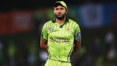 Shahid Afridi Out for Golden Duck During Dhaka Platoon vs Rajshahi Royals BPL 2019–20 Match, Twitterati Troll Former Pakistan Captain