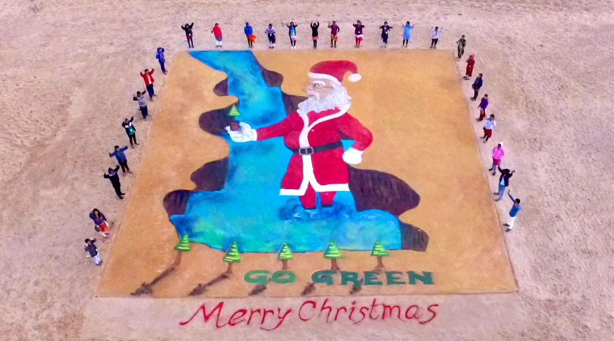 Sand Artist Sudarsan Pattnaik Attempts World Record With Largest 3D Sand Santa Claus at Odisha's Puri Beach on Christmas 2019 (Watch Pics and Video)