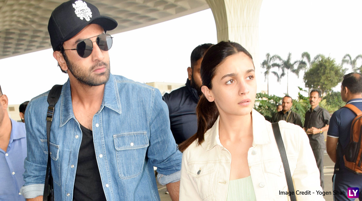 Ranbir Kapoor-Alia Bhatt Spotted at Mumbai Airport and the Couple's Not-So-Fussy Look Leaves Us Impressed (View Pics)