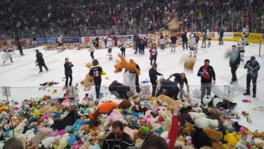 Hershey Bears Create New World Record at Ice Hockey Match, Collect 45,000 Stuffed Animals for Charity (Watch Video)