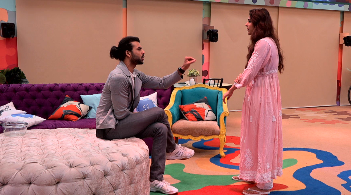 Bigg Boss 13: Vishal Aditya Singh Was Examined By Doctors After Being Hit By Madhurima Tuli With A Pan