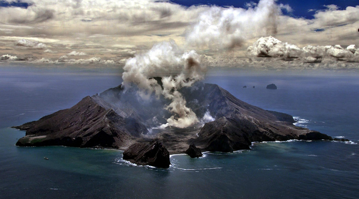 Five Dead in New Zealand's White Island Volcano Eruption ...