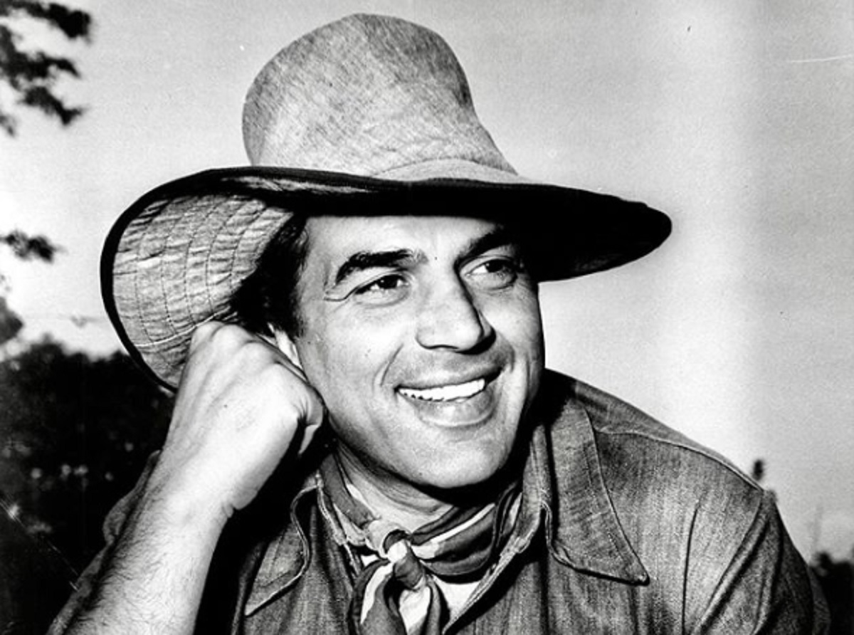Dharmendra Birthday Special: 10 Evergreen Movies Of This Prolific Actor That Prove He Is Also Naram Dharam