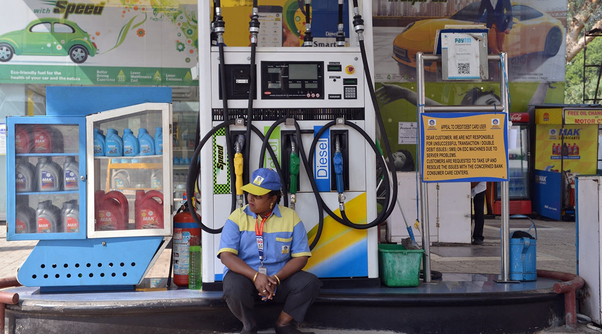 Petrol and Diesel Prices in India Remain Unchanged in Metro Cities on March 26, 2020, Noida, Gurugram See a Hike; Check Fuel Rates in Mumbai, Delhi and Other Metro Cities