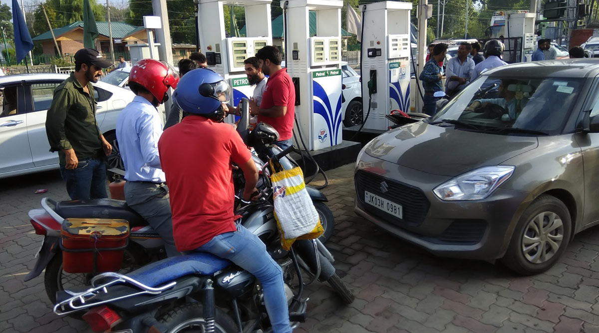 Fuel Rates in India on January 24, 2020: Petrol Price Cut to Rs 80.03/Litre in Mumbai, Rs 74.43/ Litre in Delhi; Check Petrol And Diesel Prices in Metro Cities