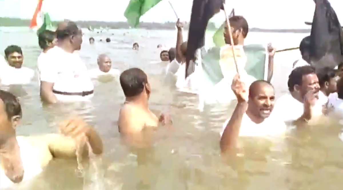 Andhra Pradesh: Protesters Enter Krishna River to Mark Their Opposition to Jagan Reddy's Tri-Capital Model; Watch Video