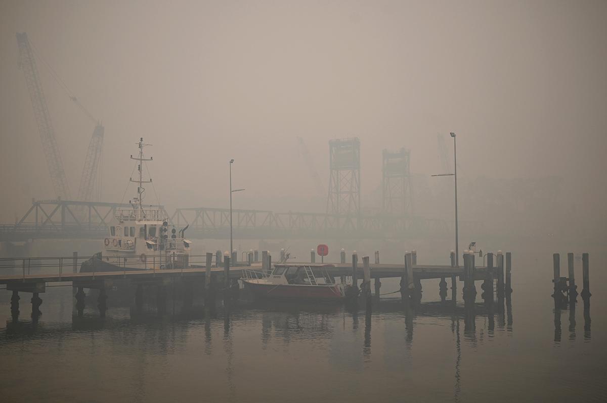 New Zealand Call Emergency Services After Australia Bushfires Smoke Turns Sky Orange