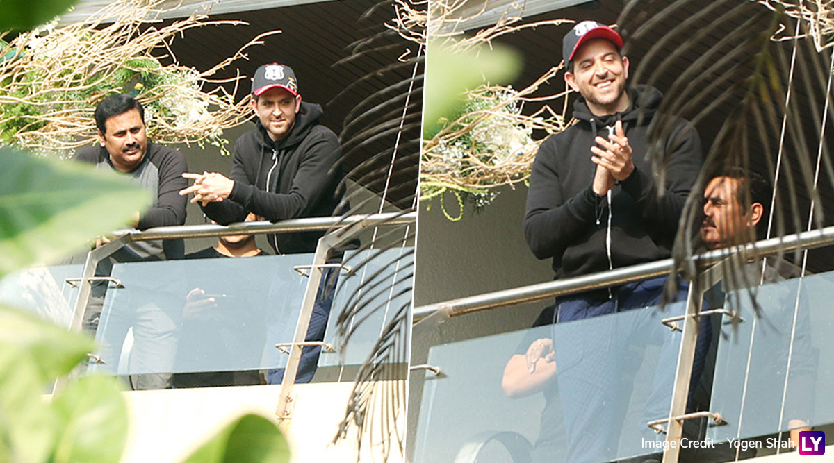 Hrithik Roshan's 46th Birthday: War Actor is All Smiles as He Greets Fans Gathered Outside His Residence (View Pics)