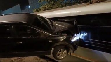 Mumbai: Speeding Car Rams Into Parked Bus on Western Express Highway Near Jogeshwari; Watch Video