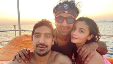'Good Girl' Alia Bhatt Poses for a Perfect New Year Selfie with 'Best Boys', Ranbir Kapoor and Ayan Mukerji