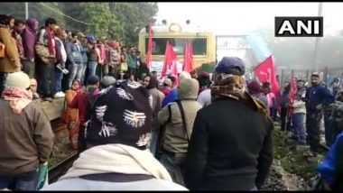 Bharat Bandh: Trade Unions, Protesters Block Railway Tracks in West Bengal's Howrah and Kanchrapara, Bus Services Affected in Odisha