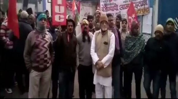 Violence, Arson Across West Bengal as Strikers Try to Enforce Trade Unions Bandh; 90 Arrested in Kolkata