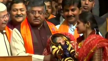 Ravi Shankar Prasad Meets Pakistani Refugee Woman and Her Daughter Named 'Nagrikta' During BJP's CAA Awareness Campaign