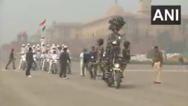 CRPF 'Mahila' Bikers to Make Republic Day Parade 2020 Debut with Daredevil Stunts; Watch Video of Women Contingent Practicing in Rajpath