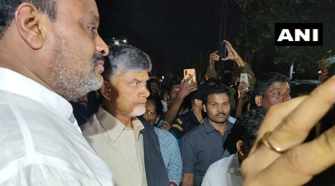 Andhra Pradesh Capital Row: Chandrababu Naidu, TDP MLAs Detained in Amaravati After Trying to Launch Protest Against State Govt