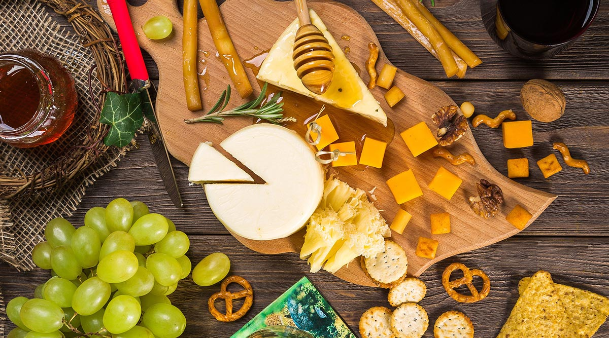Cheese Lovers Day 2020: From Lip-Smacking Lasagne to Thin Crust Pizza, Cheesiest Recipes You Can Try at Home