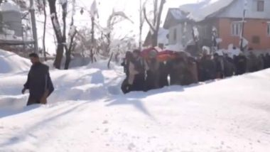 Jammu And Kashmir: Indian Army Helps Pregnant Woman Deliver Baby at Hospital Amid Heavy Snowfall, Garners Praises