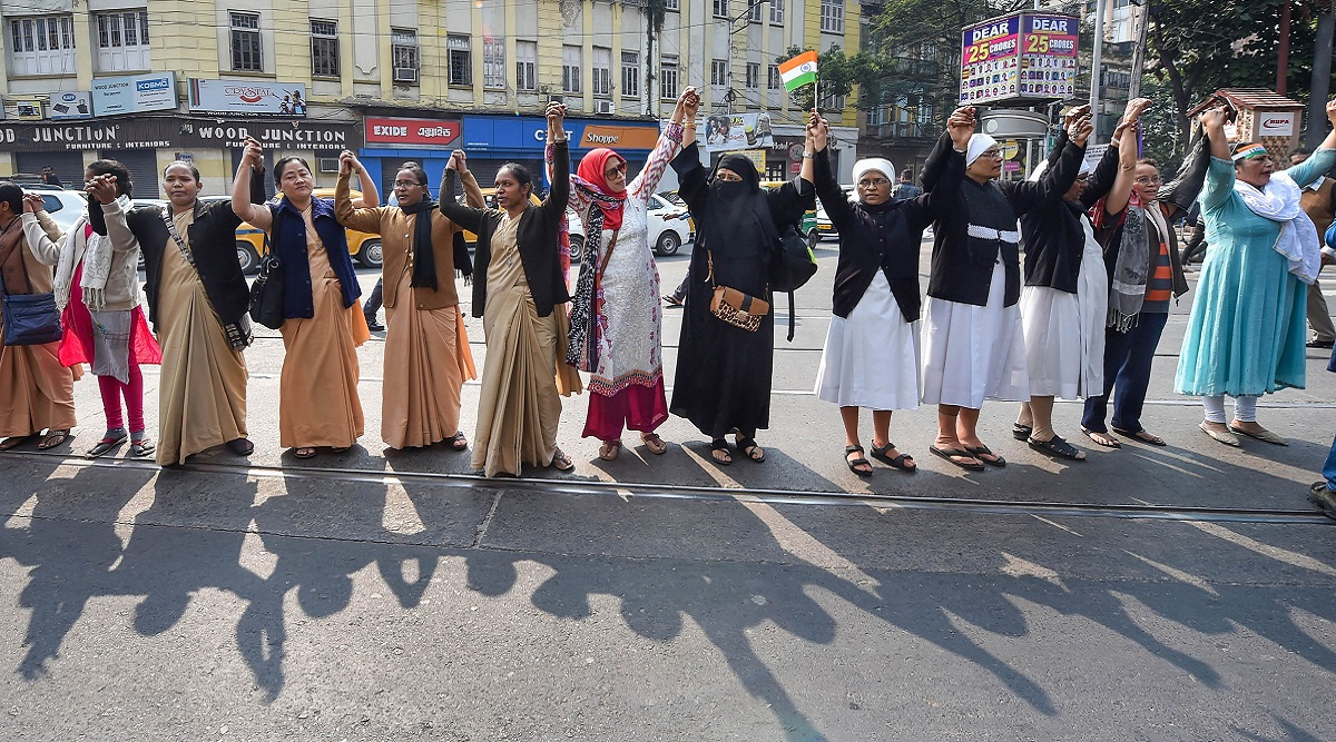 Kerala's 620-km Human Chain to Protest Against Centre's CAA-NRC Project Sets Twitter Abuzz, Netizens Share Pics and Videos