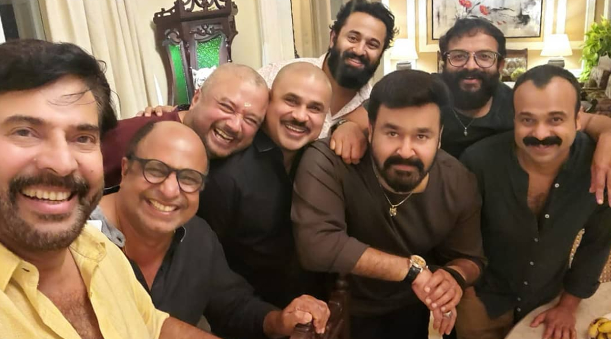 Mammootty, Mohanlal, Dileep, Sidhique and Others Pose Together For A Pic, Mollywood Fans Call It 'Best Selfie Of The Year'