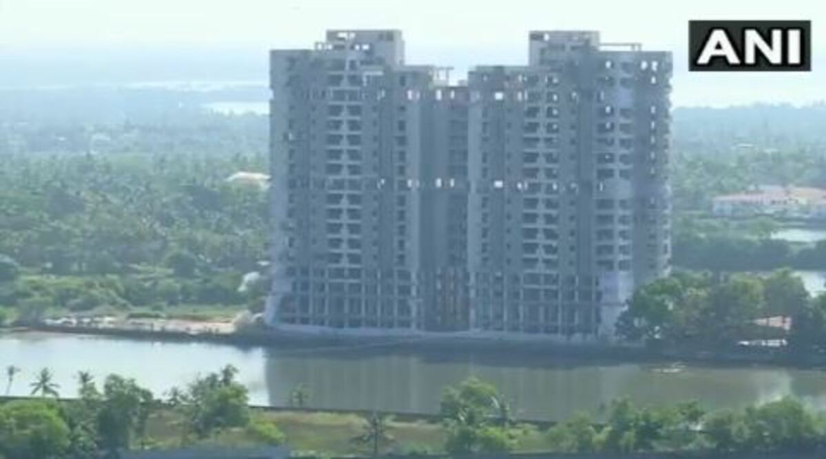Maradu Luxury Flats in Kochi Turn to Dust Within Seconds, Watch Video of Golden Kayalorum and Jain Coral Cove Demolition