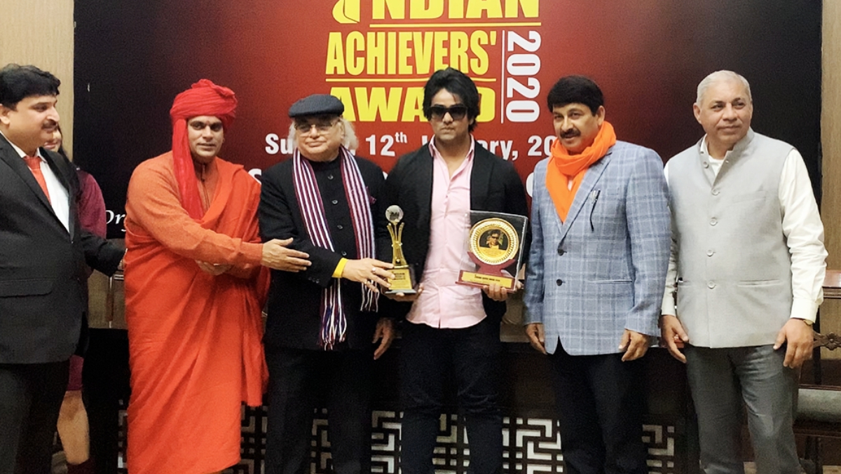 Mikki Koomar Honoured With Indian Achievers Award Conferred by the Delhi BJP President Manoj Tiwari