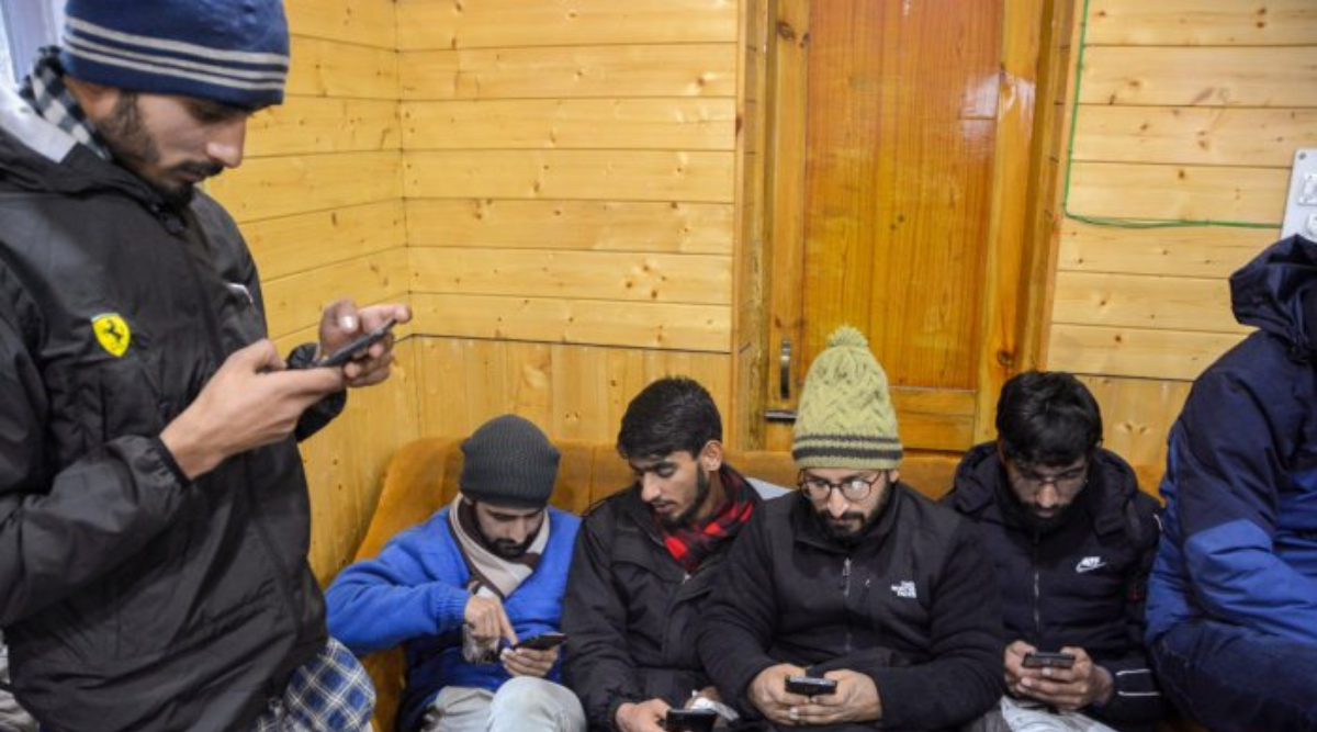 Jammu and Kashmir: 2G Internet Services Snapped in Kashmir in View of JKLF Founder Maqbool Bhat's Death Anniversary