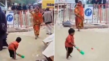 Mother Playing Cricket With Child on the Street Proves Mother's Love Can Conquer All, Twitter Calls the Video 'Beautiful'