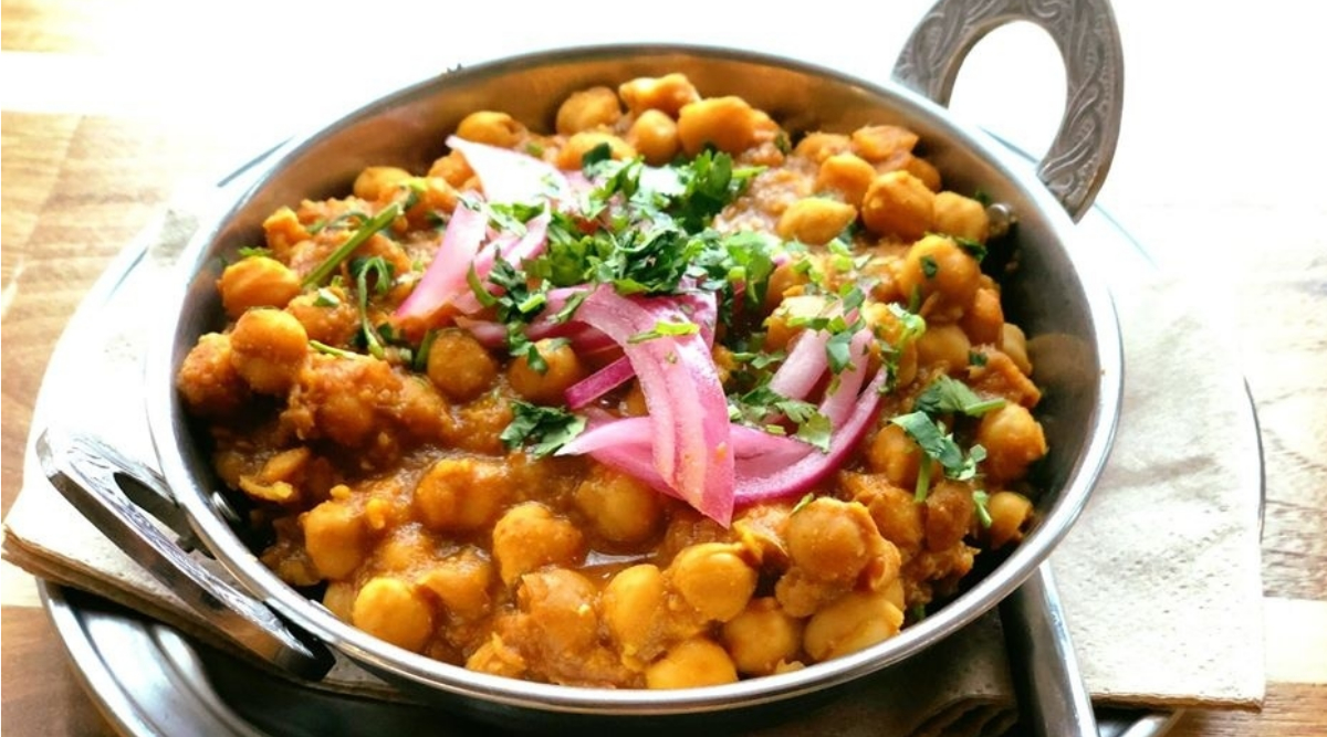 Lohri 2020 Healthy Recipes: From Pindi Channe To Gur Ki Roti, These Traditional Dishes Will Make Your Festive Celebrations Even More Delicious!