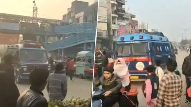 Shaheen Bagh Protesters Help Ambulance to Pass as Cops Stand and Watch, Shows Video
