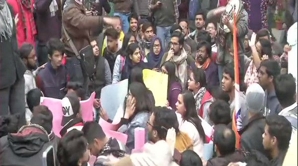 Students Protests Outside Jamia Millia Islamia VC Office Demanding FIR Against Delhi Police