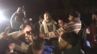 JNU Violence: Yogendra Yadav Claims He Was Attacked Thrice by Mob and Police, Tweets Videos as 'Proof'