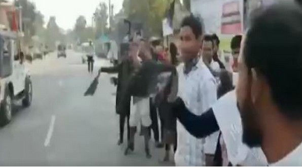 Assam CM Sarbananda Sonowal Shown Black Flags by Anti-CAA Protesters (Watch Video)