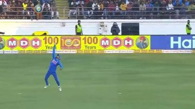 Manish Pandey Catch Video: Indian Fielder Takes Stunning One-Handed Catch To Dismiss David Warner During IND vs AUS 2nd ODI, Twitterati Goes Berserk