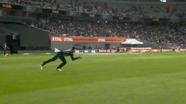 Martin Guptill Grabs a Stunner to Dismiss Virat Kohli on 45 Runs During IND vs NZ 1st T20I 2020, Netizens Hail the Kiwi Player (Watch Video)