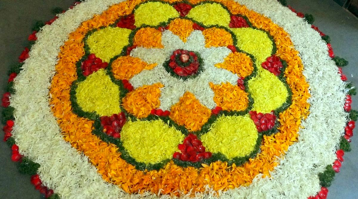 Latest Pookalam Designs for Pongal 2020: Simple Flower Rangoli Patterns and Kolam Designs to Decorate Your House During the Festive Season (Watch Videos)