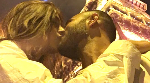 Valentine's Day 2020: Sonam Kapoor Shares a Kiss With Husband Anand Ahuja in This Adorable Throwback Picture