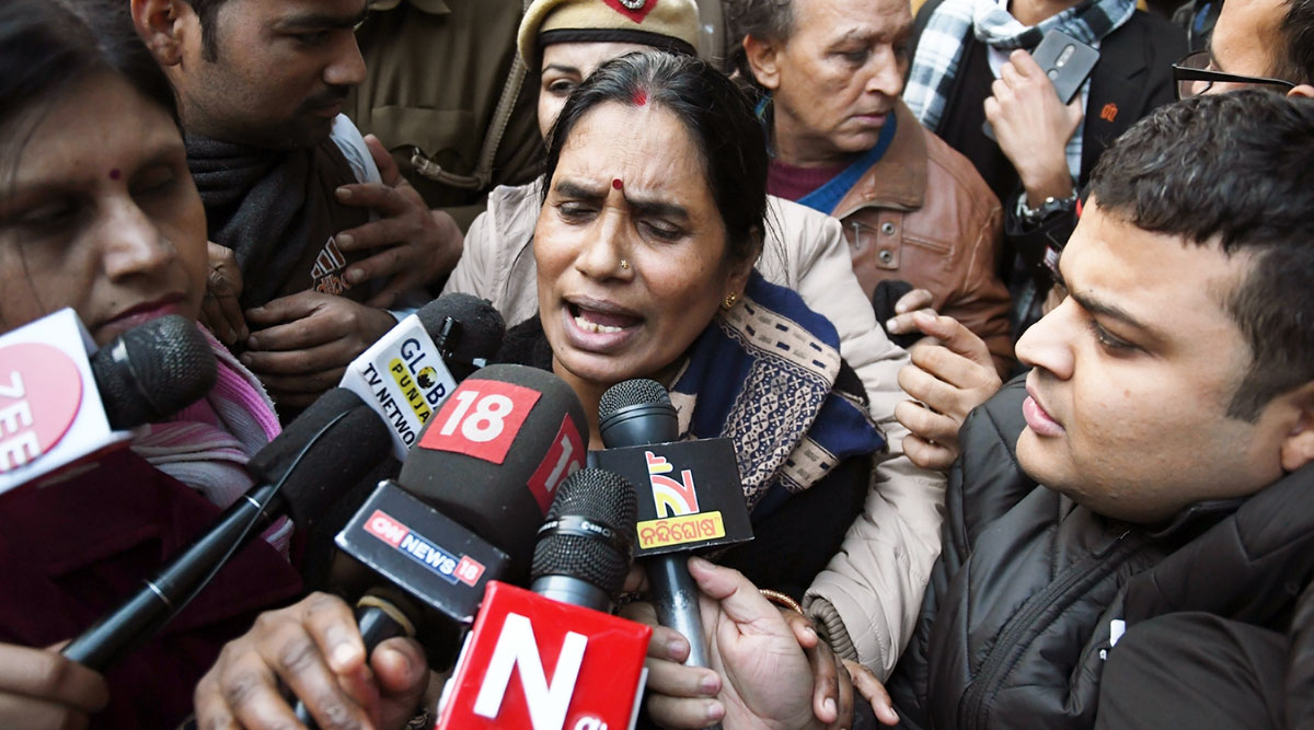 Nirbhaya Rape and Murder Case: Hearing on Death Warrant Today; Victim's Mother Asha Devi Says 'Convicts' Lawyers Using Delaying Tactics'