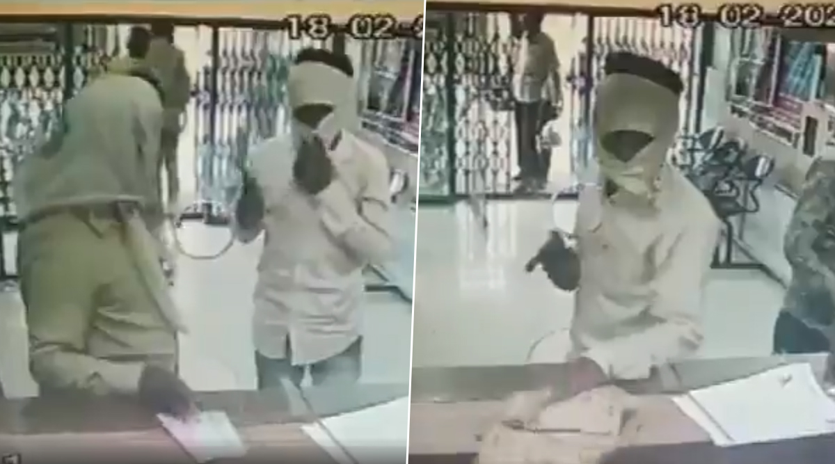Madhya Pradesh: Loot Attempt At Central Bank in Narsinghpur Foiled By Cashier (Watch Video)