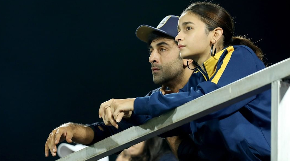 Alia Bhatt Joins Beau Ranbir Kapoor to Cheer for His Football Team at Indian Super League (See Pics)