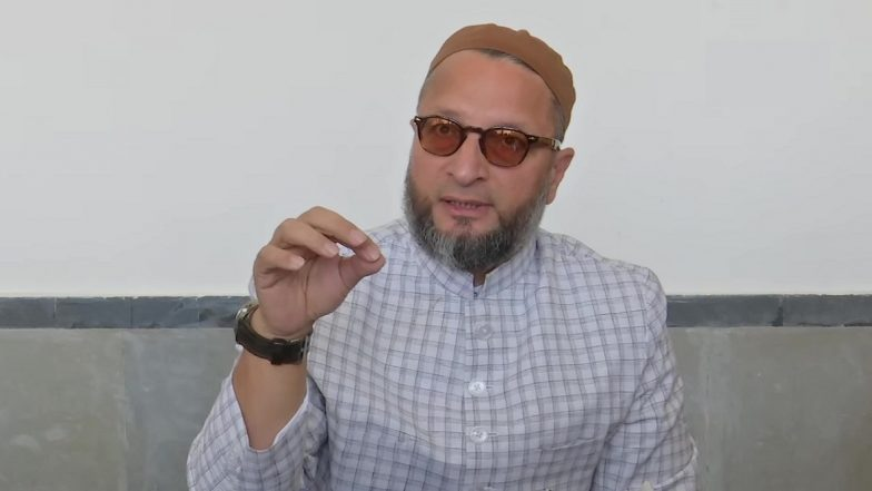 Aadhaar Row: Asaduddin Owaisi Hits Out at UIDAI Over Notices Issued to 127 People in Hyderabad, Asks 'Who Gave You Powers to Verify Citizenship'