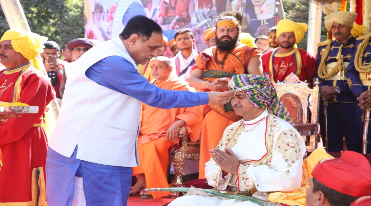 Coronation Ceremony of H.H Thakore Saheb Mandhatasinhji Jadeja Took Place in Rajkot, View Pics of Traditional Rituals Carried Out in Grandeur