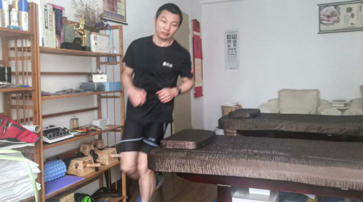 COVID-19: Chinese Man Runs Marathon in Apartment Due to Closure of Gyms Amid Coronavirus Outbreak in China