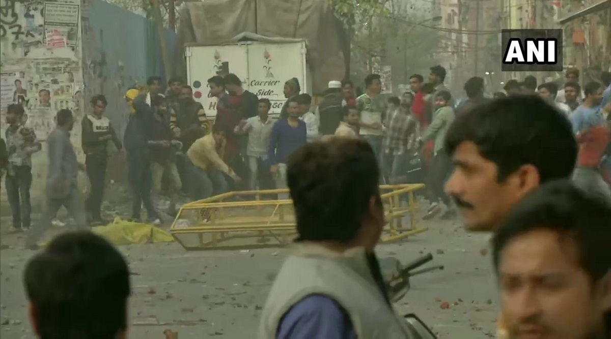 Delhi Police Head Constable Killed, DCP Injured in Violence And Stone Pelting Between Pro, Anti-CAA Protesters in Gokulpuri