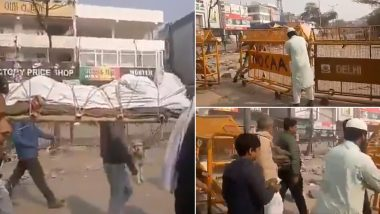 Shaheen Bagh Protesters Remove Police Barricade to Allow Hindu Funeral Procession Pass; Watch Video