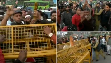 Shaheen Bagh: Group of Anti-CAA Protesters Briefly Reopen Road No 9 Connecting Kalindi Kunj to Noida, Watch Video