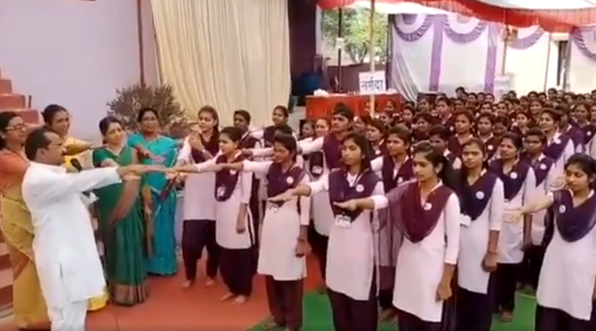Valentine's Day 2020: Girls in Amravati School in Maharashtra Asked to Pledge Saying 'We Will Not Love Anyone and Never Have a Love Marriage'; Watch Video