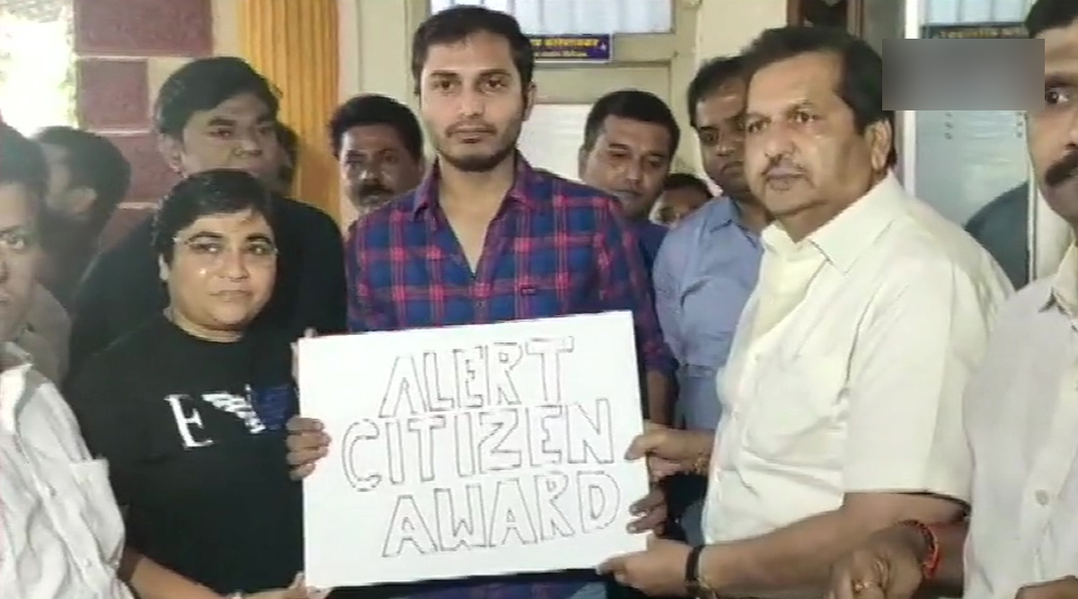 Mumbai BJP President MP Lodha Felicitates Uber Driver Who Took Poet Bappadittya Sarkar to Santacruz Police Station After Listening His Conversation About 'Anti-CAA Protests'