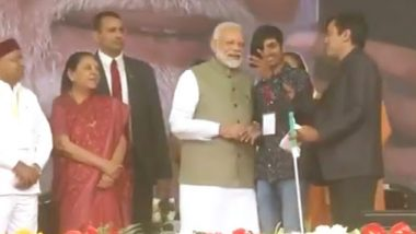 Uttar Pradesh: PM Narendra Modi Takes Selfie With Visually-Challenged Youth in Prayagraj, Watch Video